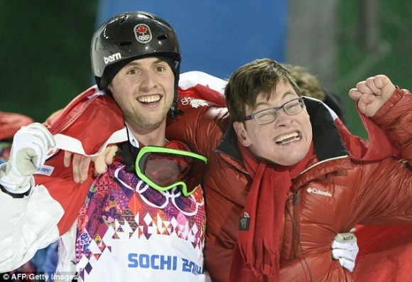 Touching moments of the Olympic Games: the Canadian skier transfers the disabled brother through a protection together to celebrate a victory
